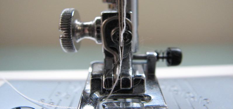 Como ajustar a tensão de uma máquina de costura