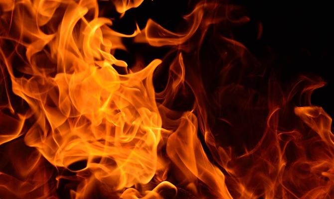 Existe costura resistente a fogo?