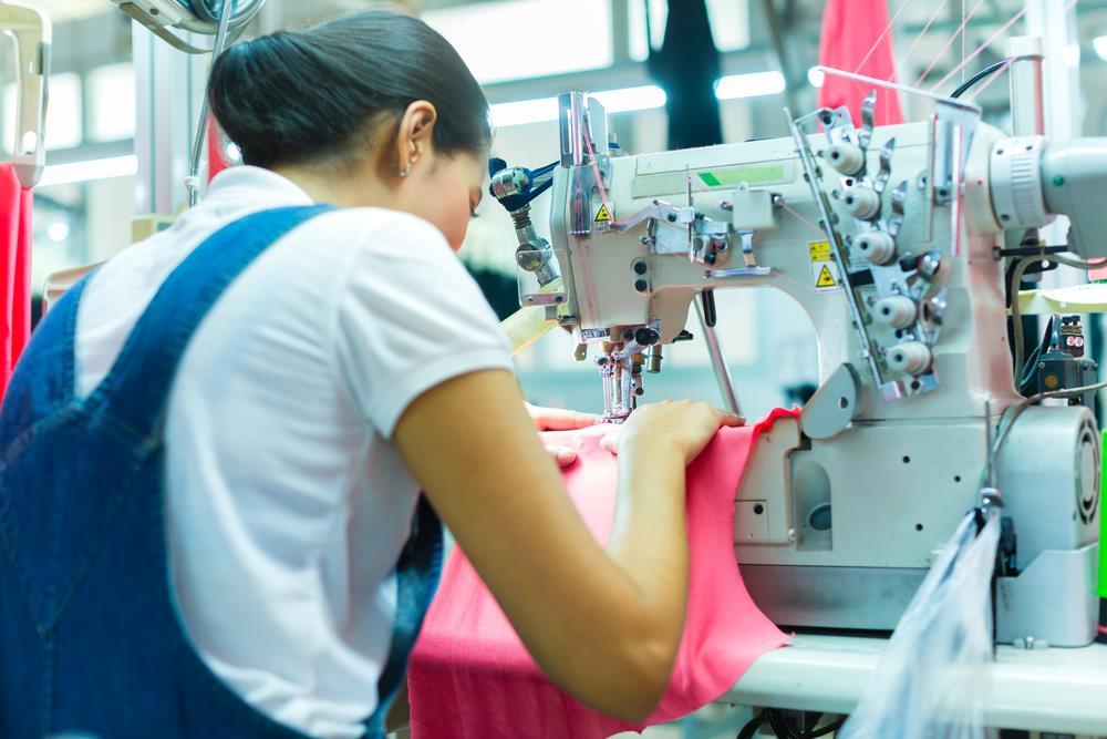Saiba quais são as etapas da confecção de uma roupa