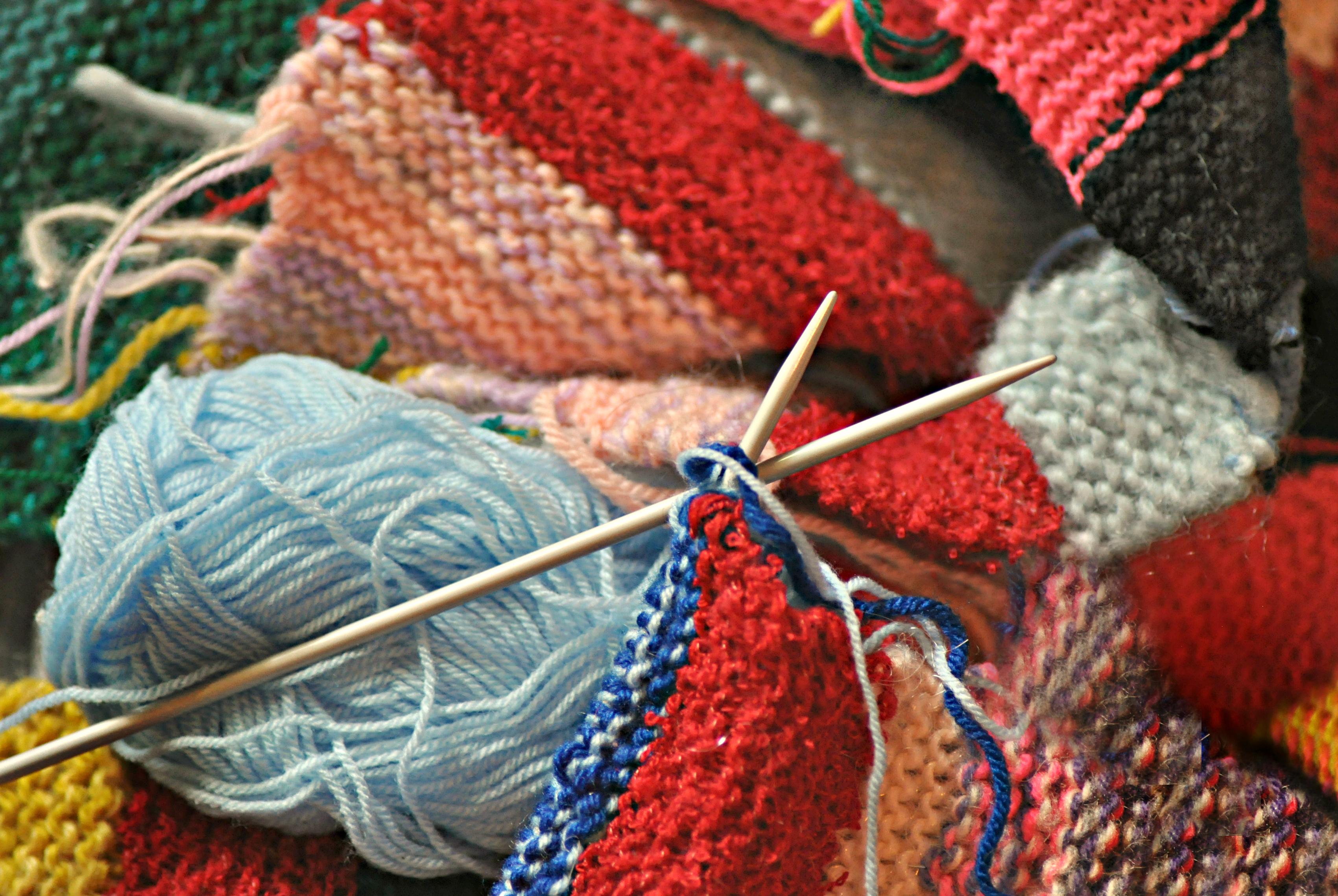 Saiba a diferença entre tricô e crochê